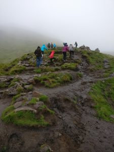 Hike op til Old Man of Storr, Isle of Skye, Skotland