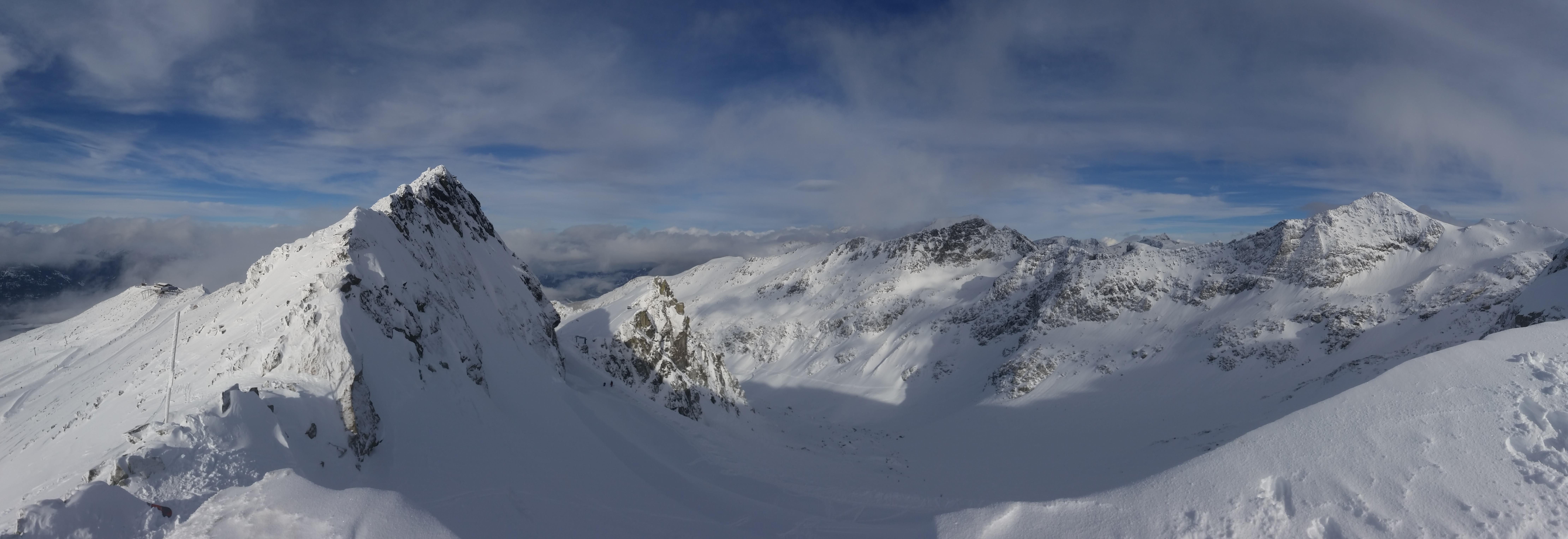 Frisk puddersne på toppen af bjerget