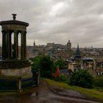 Dugald Stewart Monument, Edinburgh, Skotland i regnvejr